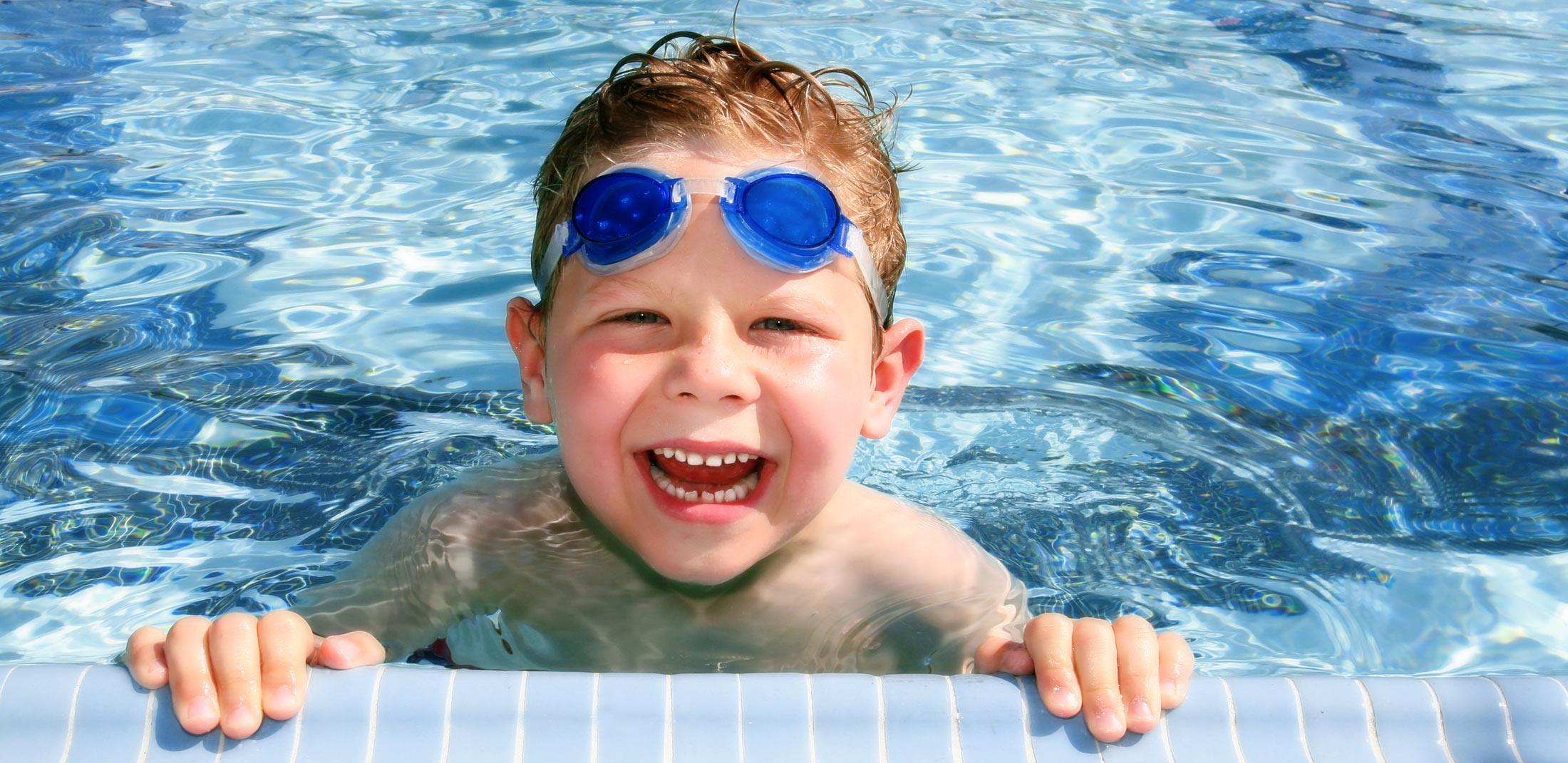 child swimming - photo #12